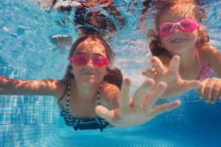 Kids swimming iStock-868257018